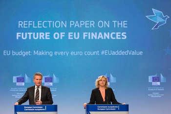 Oettinger e Cretu - © European Union , 2017/Source: EC - Audiovisual Service/Photo: Lukasz Kobus